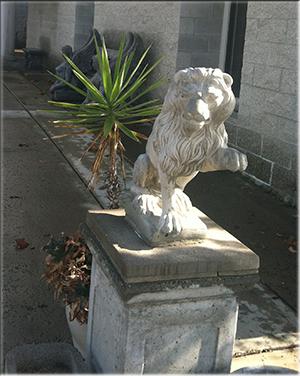 Baily Vineyards lion sculpture