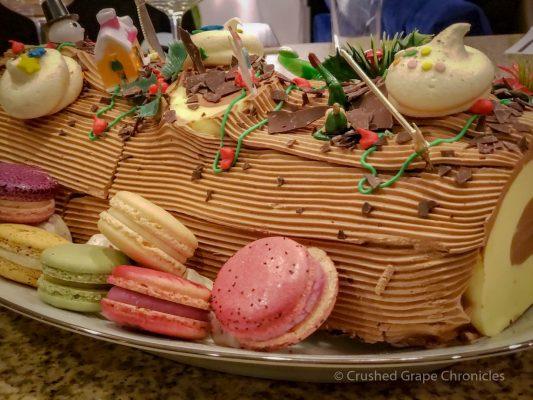 Bûche de Noël with macarons