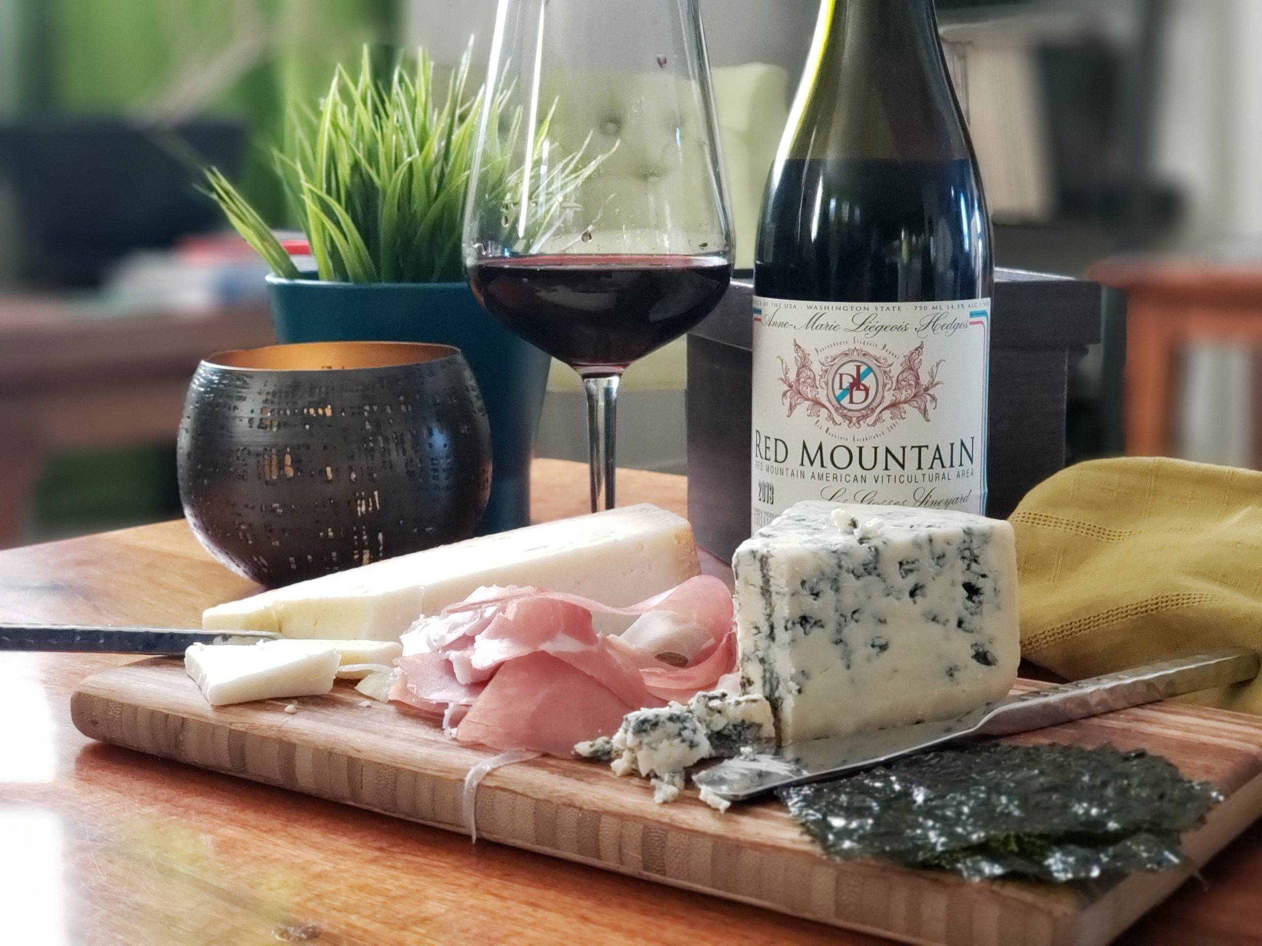 2013 Descendants Liegeois Dupont Red Mountain Syrah from Hedges Family Estate with gouda, bleu cheese, prosciutto and seaweed snacks