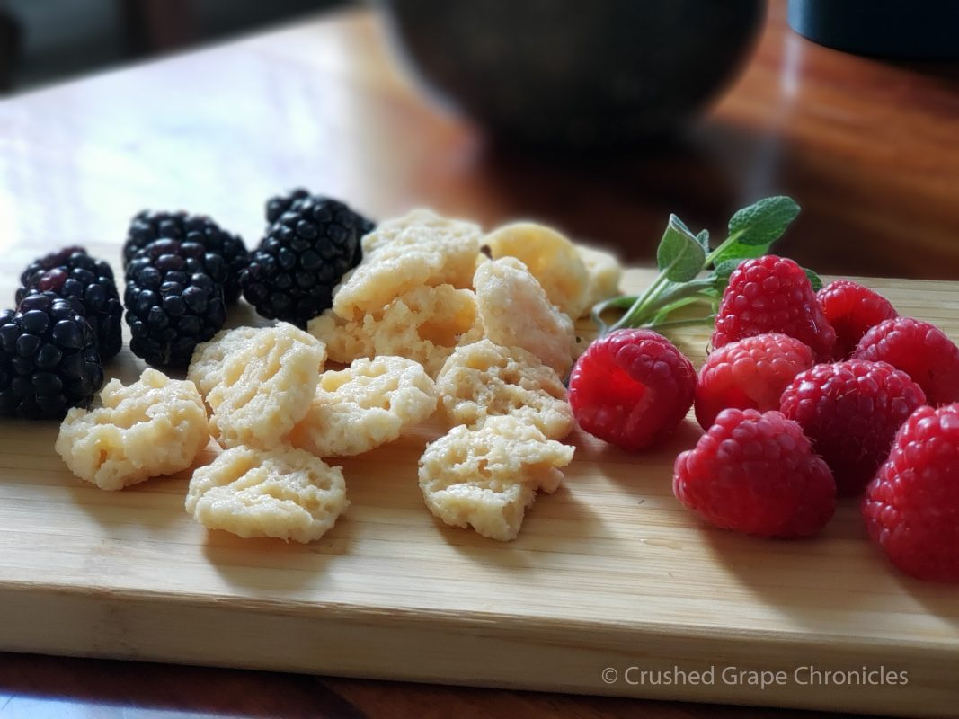 Crémant de Bordeaux snack pairing with berries and cheese crisps.