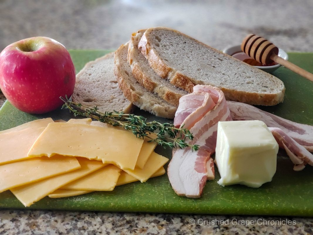 Ingredients for Grilled cheese with Gouda, apple and honey