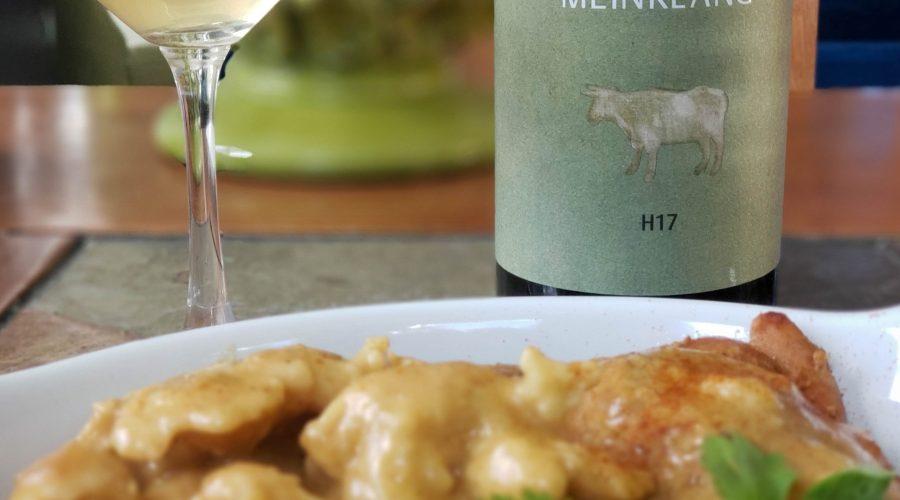 Chicken Paprikas with Meinklang Hárslevelü