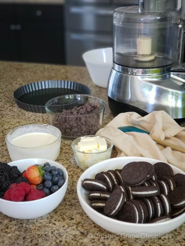 Ingredients for the chocolate tart with forest fruits ; Oreos, butter, creme, chocolate and berries