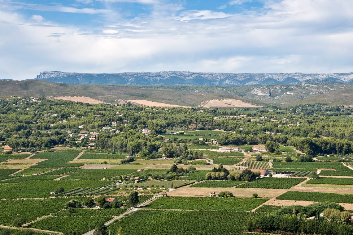 Vignoble de Bandol massif de la Sainte Baume photo Delphotostock Adobe stock